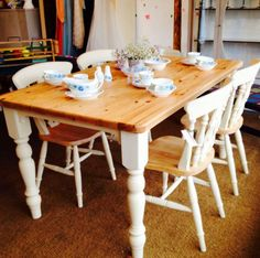 Internal Home Design: pine dining room tables Pine Table And Chairs, Pine Dining Table, Kitchen Table Chairs, Kitchen Table Makeover, Farmhouse Kitchen Tables, Diy Kitchen, Dining Room Table, Kitchen Dining, Table Stools