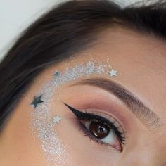 Carnival See the makeup trends that will rock on the days of revelry! Angel Makeup, Eye Makeup, Glam Makeup, Makeup Inspo, Makeup Art, Makeup Inspiration, Beauty Makeup, Makeup Trends, Body Glitter