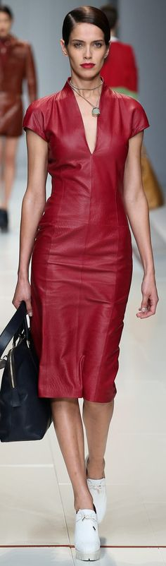 Cordelia Chase style - Trussardi Spring 2015 Ready-to-Wear Red Fashion, Look Fashion, Runway Fashion, High Fashion, Fashion Show, Womens Fashion, Fashion Design, Leather Fashion, Red Leather