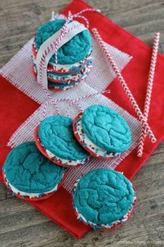 Red White and Blue Whoopie Pies - 15 Festive of July Treats and Snacks Patriotic Desserts, Blue Desserts, 4th Of July Desserts, Fourth Of July Food, 4th Of July Celebration, Summer Desserts, July 4th, Holiday Snacks, Holiday Themes