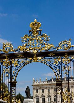 Rocaille ornament and Rococo style Jean Lamour, Gate of the place Stanislas, Nancy. Troy, Style Louis Xv, Rococo Style, Architectural Antiques, Louis Xiv, Maurice, Baroque Fashion, Marie Antoinette, Versailles