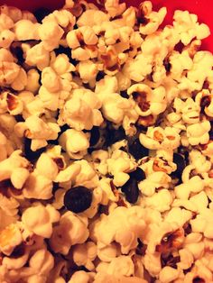 Sweet Tooth Killer : Air Popped Popcorn & Dark Chocolate Chips