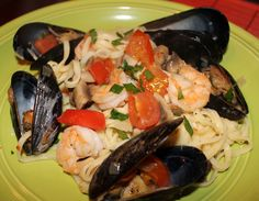 Shellfish Linguini....mussels, shrimp, mushrooms, onions, garlic, cherry tomatoes, all in a white wine based sauce...DELICIOUS!