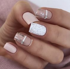Matte nails are easy to polish, you don't have to be an artist or do complex designs to make beautiful nail art. 37 Spring Elegant Sqaure Matte Nails that you n Nude Nails, My Nails, Acrylic Nails, Coffin Nails, Party Nails, Minimalist Nails, Homecoming Nails, Foil Nails, Nails With Foil