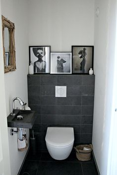 Une maison au look scandinave rock en Angleterre - PLANETE DECO a homes world Small Toilet Room, Small Bathroom, Room Interior, Interior Design Living Room, Toilet Decoration, Wc Design, Modern Toilet, Downstairs Toilet, Inspired Homes