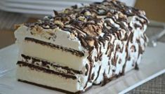 Cream Sandwich Cake Ice Cream Sandwich Cake - cheap and easy dessert!Ice Cream Sandwich Cake - cheap and easy dessert! Ice Cream Treats, Ice Cream Desserts, Frozen Desserts, Ice Cream Recipes, Easy Desserts, Delicious Desserts, Frozen Treats, Diy Ice Cream Cake, Desert Recipes