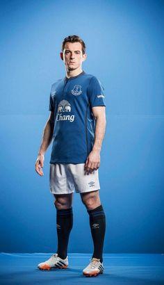 Leighton Baines in the New Everton kit #EFC pic.twitter.com/0qApvseGmR