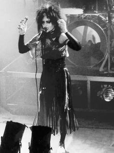 ImageFind images and videos about siouxsie sioux on We Heart It - the app to get lost in what you love. Siouxsie Sioux, Siouxsie & The Banshees, Vintage Goth, Punk Fashion, Gothic Fashion, Punk Rock, Music Background, Music Girl, Rockabilly