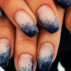 The advantage of the gel is that it allows you to enjoy your French manicure for a long time. There are four different ways to make a French manicure on gel nails. Glitter Azul, Blue Glitter Nails, Blue Acrylic Nails, Purple Nails, Blue Gel Nails, Pastel Nail, Black Glitter, Blue And Silver Nails, Dark Blue Nails