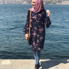 @mlsa.dmr Hijab Style Dress, Modest Fashion Hijab, Frock Fashion, Street Hijab Fashion, Fashion Outfits, Hijab Casual, Hijab Chic, Muslim Women Fashion, Arab Fashion