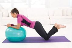 5 minutes par jour pour un ventre plat Gym Bra, Stability Ball, Cool Summer Outfits, Hiit, Fitness Motivation, Health Fitness, Abs, Yoga, Bed Exercises