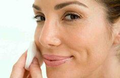 Tener una piel suave, libre de arrugas, tersa y tonificada es el deseo de muchos, ya que a nadie le gusta que, especialmente su cara, tenga un mal aspecto. Por este motivo, diariamente, muchas personas invierten mucho dinero en productos y tratamientos caros que le ayuden con la salud de su p