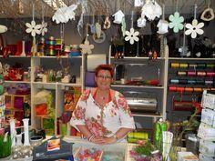 Anja van Vakwerk Vijlen adviseert je graag. Voor al je bloemen, leuke snuisterijen en cadeau-ideetjes Coat, Jackets, Fashion, Down Jackets, Moda, Sewing Coat, Fashion Styles, Peacoats, Fashion Illustrations