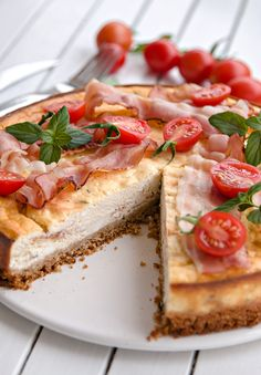 Savory cheesecake with bacon. Savory cheesecake with bacon - It is an incredibly tasteful cheesecake for which youll only spend no more than 40 minutes. Lemon Recipes, Pie Recipes, Appetizer Recipes, Appetizers, Savory Cheesecake, Lemon And Coconut Cake, Cheese Snacks, Frozen Chocolate, Tasting Menu