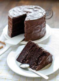 "Devil's Food cake, la ""comida del diablo"". Sweet Recipes, Cake Recipes, Dessert Recipes, Chocolate Desserts, Chocolate Cake, Food Cakes, Cupcake Cakes, Delicious Desserts, Yummy Food"