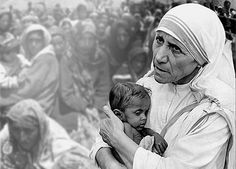 Mother Theresa - As a vacation, Billy Graham would take his familiy to Calcuta. to help Mother Theresa. We Are The World, In This World, Inspirer Les Gens, Calcutta, Mother Teresa Quotes, Religion Catolica, Life Is Precious, Choose Life, Les Sentiments