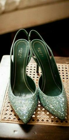 Green Gucci Heels For the Love of Shoes Pretty Shoes, Beautiful Shoes, Cute Shoes, Me Too Shoes, Hello Beautiful, Marken Outlet, Shoe Boots, Shoes Heels, Look Formal