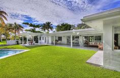 Elegant modern waterfront Villa in Miami/USA. This Villa has 6 bedrooms, 4 bathrooms, waterfront line, built in 1963, quiet location   at the sea, central heating, a/c, clothes dryer, bbq, electric range and oven, balcony, boat dockage, pool, waterfront property, TV cable available, square ft. 3,437, beautiful view to the sea and canal. More photos you will see here: http://www.arzumanidis.co.uk/usa/flo/1500_27/index.htm