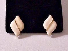 Napier Beige Swirl Pierced Post Stud Earrings Gold Tone Vintage Diamond Shape Disc Slant Line Accent Brushed Backs