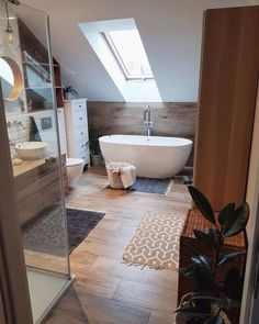 hm home deko Sasha Prosto. Farmhouse Homes, House Design, Interior Decorating, Interior, Remodel, New Homes, Bathrooms Remodel, Bathroom Design, Bathroom Decor