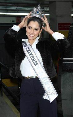 Paulina Vega Miss Universe 2015, Crowns, Coco, Real Life, Beautiful Women, Beauty, Fashion, Templates, Queens