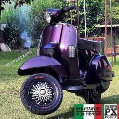 Vespa Lambretta, Vespa Scooters, Vespa 150, Vespa Sprint, Vespa Girl, Weird Cars, Cute Cars, Bike, Purple