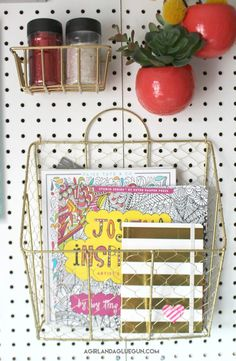 Organizing my craft room - A girl and a glue gun Sewing Room Design, Craft Room Design, Sewing Spaces, Sewing Rooms, Craft Desk, Craft Room Storage, Craft Organization, Organizing Life, Kids Art Area