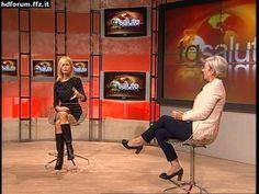 Simona Arrigoni - minigonna a TG Salute - YouTube