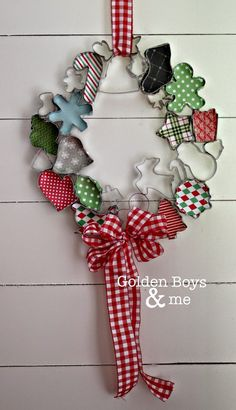 Christmas Wreath tutorial made with cookie cutters and scrapbook paper