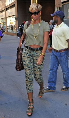 Mary J. Blige Capri Pants - Mary J. Blige strolled through town in belted camouflage capri pants.