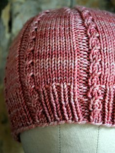 Free cabled hat pattern.  Definitely want to make this!
