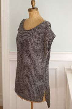 Love this - Mimic by YOTH. Free pattern on Ravelry.http://www.ravelry.com/patterns/library/mimic-2