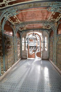 An apartment type is for sale in the Castel Béranger, rue La Fontaine in Paris. 59 for 516000 euros. Architecture Art Nouveau, Art Nouveau Interior, Design Art Nouveau, Historical Architecture, Beautiful Architecture, Architecture Details, Interior Architecture, Building Architecture, Vintage Architecture