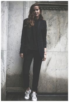 *black on black, black coat, black shirt, black trousers, white sneakers, emma elwin
