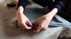 Se hvordan du syr en usynlig lynlås i. Step by step videoinstruktion, der gør det nemt at få et pænt resultat.