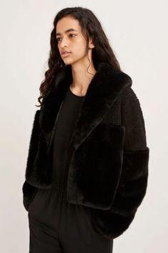 Lyseblå eller sort kort fuskejakke Samsøe - 10158 carla jacket Fur Coat, Jackets, Fashion, Environment, Down Jackets, Moda, Fashion Styles, Fashion Illustrations, Fur Coats