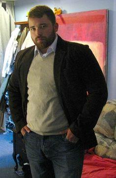 Evita los estampados. | 18 Trucos de estilo que todos los hombres con pancita deben conocer