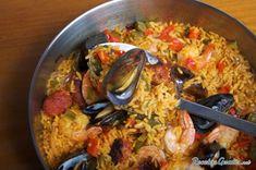 Aprende a preparar paella de marisco con esta rica y fácil receta.  La paella es uno de los platos más representativos de la gastronomía española. Existen varios...