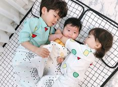 Photos from Zitu's post Cute Asian Babies, Korean Babies, Asian Kids, Cute Babies, Twin Baby Boys, Dad Baby, Baby Kids, The Babys, Cute Family