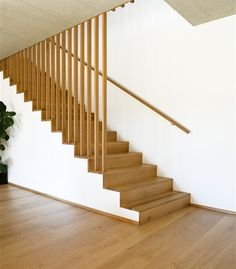 Treppen Massiv Holz - Tischlerei Greußing You are in the right place about Stairs tattoo Here we offer you the most beautiful pictures about the Stairs railing you are looking for. House Staircase, Staircase Railings, Wood Stairs, Basement Stairs, Stairways, Handrail Ideas, Staircase Landing, Stair Railing Design, Modern Stairs