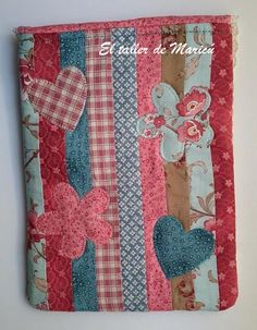 Blog sobre Costura Creativa, Patchwork y quilts con tutoriales. Bazaar Ideas, Japanese Embroidery, Glasses Case, Sewing Projects, Sewing Ideas, Christmas Stockings, Patches, Quilts, Blanket