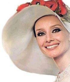 Beautiful & classy, Audrey Hepburn, love her hat! Celebrity Smiles, Celebrity Photos, Audrey Hepburn Born, My Fair Lady, Glamour, Vogue, Classy Women, Belle Photo, Most Beautiful Women