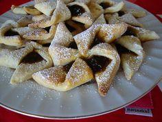 At Christmas time my Mum always makes traditional Finnish Joulutorttu. Joulutorttu are pastry windmill-shaped tarts with a prune jam. Jam Tarts, Christmas Jam, Christmas Baking, Swedish Christmas, Christmas Sweets, Scandinavian Christmas, Christmas Ideas, Strudel, Croissants