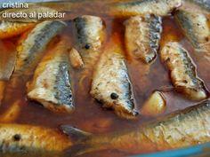 Entre mediados de la primavera y hasta el final del verano, es la mejor época para degustar las sardinas. En ese momento es cuando tienen toda su... Fish Recipes, Seafood Recipes, Mexican Food Recipes, Cooking Recipes, Spanish Dishes, Spanish Tapas, Seafood Dishes, Fish And Seafood, Salty Foods