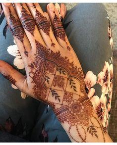 - #henna #mehndi #whitehenna #wakeupandmakeup #zentangle #boho #monakattan #flowers #hennadesign #tattoo #girlyhenna #art #inspo #hennainspo #hennaart #photooftheday #hennaartist #hennatattoo #naturalhenna #bridalhenna #7enna #doodle #mandala #beauty #love #feather #indianbride #bodyart #mehandi #mehendi