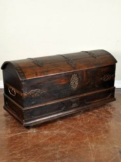 round top trunk antique. Gorgeous