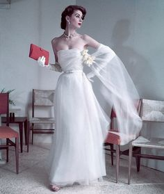 Suzy Parker for Dior Vintage fashion style color photo print ad model magazine white evening gown formal dress strapless sheer wrap. Yes, I stumbled across a Suzy Parker board! Glamour Vintage, Dior Vintage, Moda Vintage, Vintage Gowns, Vintage Couture, Vintage Mode, Vintage Beauty, Dress Vintage, 50s Vintage