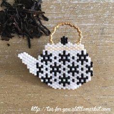 teapot - black & white - Broche théière étoiles noir&blanc en perles miyuki