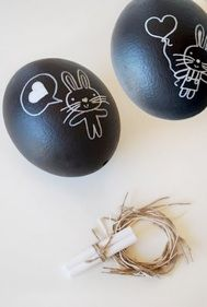Cute idea. Chalkboard painted eggs decorated with chalk. http://momslifesavers.blogspot.com/2013/03/easter-egg-design-for-tweens.html