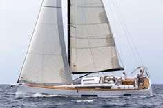 """Dufour 520 Grand Large has been awarded 2018 Boat of the Year by Cruising World in United States in the """"""""Best Full Sized Cruiser 50 to 54 feet"""""""" category.  Deeling with Bénéteau Océanis 51.1 and Jeanneau 51, Dufour 520 seduced the judges because of its qualities and it was the one who """"""""offered the most pleasurable sailing experience in this class."""